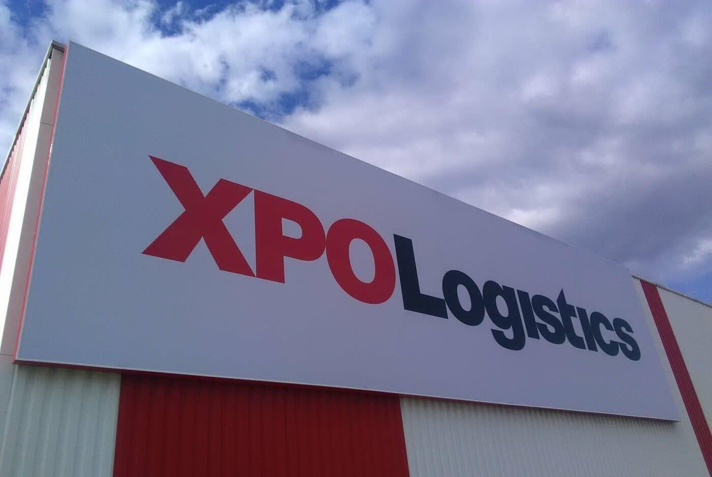 fabrication-et-pose-multisite-enseignes-entrepots_xpo-logistics_par-visio