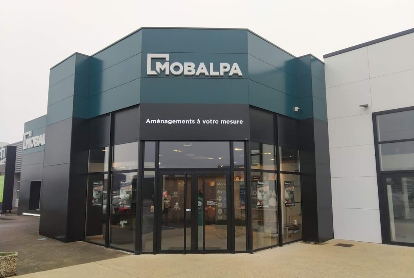 fabrication-et-pose-multisite-enseignes-magasins_mobalpa_par-visio
